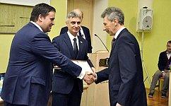 С. Фабричный вручил юридические премии инаписал юридический диктант