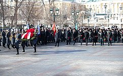 В. Матвиенко приняла участие вцеремонии возложения венков кМогиле Неизвестного Солдата