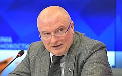 А.Клишас: Результаты опросов общественного мнения показывают, что поправки кКонституции РФ востребованы людьми