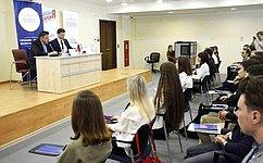 В. Тимченко: «Школа парламентаризма» и«Школа помощника депутата»— проекты, направленные напоиск инициативной молодежи
