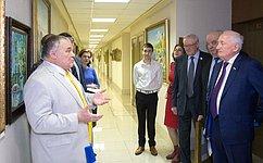 В.Кресс открыл вСФ выставку картин учащихся Губернаторского Светленского лицея Томской области