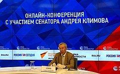 А. Климов: Живущие зарубежом граждане сроссийскими паспортами смогут проголосовать попоправкам вКонституцию более чем вста странах мира