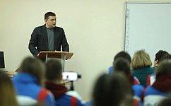 Н. Журавлев: Прямой диалог сгражданами наличных приемах позволяет уловить запросы общества, накоторые нужно оперативно реагировать