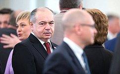 И.Умаханов: ВПослании Президента Федеральному Собранию чувствовалась вера всилу народа