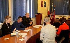 С. Аренин входе работы вСаратовской области обсудил сжителями социальные вопросы