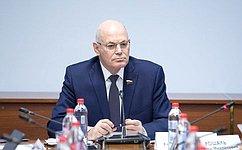 В.Круглый: Врачи, находящиеся напередовой борьбы скоронавирусом, должны быть вдолжной мере защищены