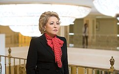 President ofUzbekistan Shavkat Mirziyoyev presents Dustlik Order (Order ofFriendship) toFederation Council Speaker Valentina Matvienko