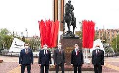 Анатолий Артамонов поздравил ветеранов сДнем Великой Победы