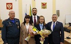 Сергей Михайлов вручил медаль СФ «Запроявленное мужество» школьнице изЗабайкалья