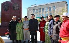 Б. Жамсуев принял участие вторжественных мероприятиях послучаю открытия памятников вАгинском Бурятском округе