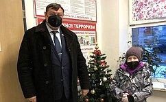 C. Колбин передал подарки детям города Севастополя врамках акции «Ёлка желаний»