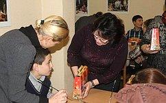 Л. Талабаева входе поездки поздравила детей сограниченными возможностями снаступающим Новым годом