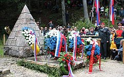 Делегация СФ почтила память павших русских солдат возложением венка вСловении