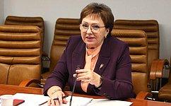 Е. Бибикова: Врегионах постоянно расширяют спектр социальных услуг для пожилых людей