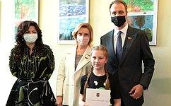 И. Святенко открыла выставку детских рисунков вМосковской городской Думе