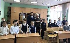 Н. Журавлев обсудил навстрече сдиректором Караваевской школы реализацию национального проекта «Образование»