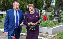 Е. Алтабаева иВ.Куликов отдали дань памяти воинам, освобождавшим Севастополь отнемецко-фашистских захватчиков