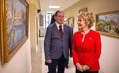 ВСовете Федерации проходит выставка живописи П.Еськова «Путь кхраму»