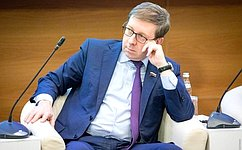 Парламентарии обсудили тему реализации государственной политики всфере обращения ствердыми коммунальными отходами