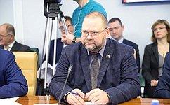О.Мельниченко предложил собрать данные обобщем количестве жилых объектов, неотвечающих требованиям сейсмоустойчивости