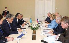 Председатель СФ В. Матвиенко встретилась сПредседателем Сената Парламента Республики Казахстан М. Ашимбаевым