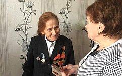 Елена Бибикова вручила Медаль имени В.С.Гризодубовой участнице Сталинградской битвы