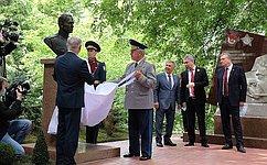 Виктор Бондарев принял участие воткрытии мемориала бойцам 311-й стрелковой дивизии вгороде Слободском