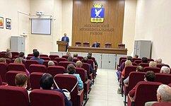 С. Горняков входе поездки вВолгоградскую область обсудил вопросы строительства иремонта автодорог, благоустройства школ