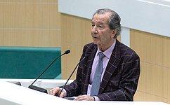 Перед сенаторами выступил ректор Открытого экологического университета МГУ имени М.В.Ломоносова В.Петросян