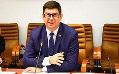 В. Смирнов: Мы осуществляем парламентский контроль засозданием вовсех школах надлежащих условий