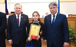 Вячеслав Наговицын вУлан-Удэ наградил детей– героев