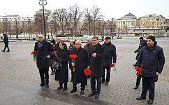 Израильские парламентарии возложили цветы кмемориалу Вечного огня