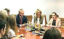 Н. Косихина иИ.Каграманян встретились смолодыми парламентариями изЯрославской области