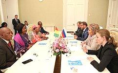 В. Матвиенко: Женщины имеют все возможности для укрепления взаимодействия науровне общественных ипарламентских структур