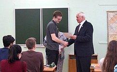 Н. Тихомиров провел «Урок выпускника» водной изшкол города Череповца