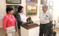 А.Тулохонов посетил художественную выставку «Душа Азии»