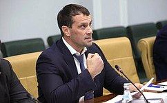 Э. Исаков провел совещание, посвященное экономическим аспектам гармонизации законодательства оспорте иобобразовании