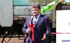 А. Жуков принял участие взапуске градообразующего предприятия впоселке Вершина Теи, которое простаивало пять лет