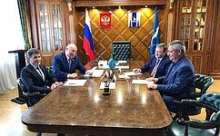 Сенатор Д.Мезенцев встретился сгубернатором Сахалинской области О.Кожемяко
