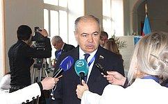 Наблюдатели отМПА СНГ воглаве сИ.Умахановым осуществляют мониторинг голосования навыборах Президента Азербайджана