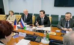 Д.Азаров: Парламентарии России иЧехии могут способствовать развитию региональных связей двух стран