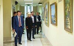 ВСовете Федерации открылась выставка живописи «Крымский мост»