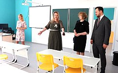 Р. Галушина посетила новую школу вНарьян-Маре