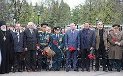 В. Шнякин посетил открытие панно извоенных фотографий «Наша Победа» вНижегородском Кремле