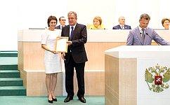 Т. Лебедевой вручена награда Правительства РФ заактивное участие взаконодательной деятельности иразвитие парламентаризма