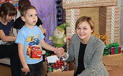 Л. Бокова поздравила сНовым годом детей находящихся налечении вбольнице