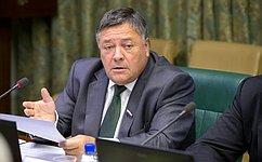 С. Калашников иА. Майоров обсудили состудентами проблемы развития экономики страны