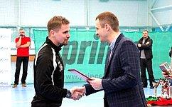 С. Леонов: Приоритетным направлением государственной политики должно быть развитие детско-юношеского спорта