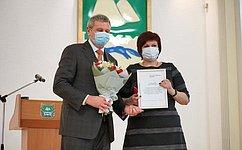 С. Муратов вручил Благодарственные письма медицинским работникам