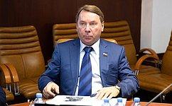 В.Кожин открыл вСовете Федерации выставку живописных полотен художника Ю.Походаева